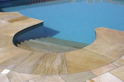 revestimiento de pisos de piscinas en piedra