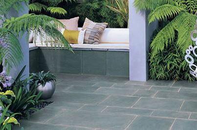 Terraza enchapada con palmetas de piedra pizarra gris verde