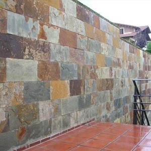 Muro exterior rustico con piedra natural de pizarra