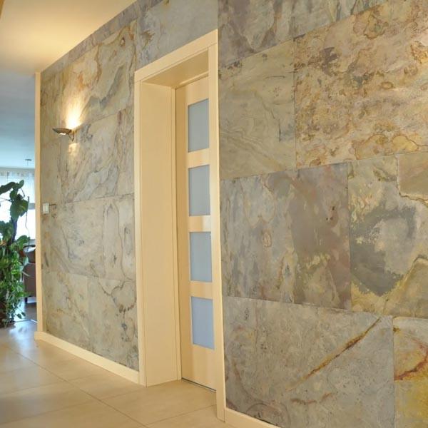 Acceso a puertas enchapadas con laminas de piedra stoneflex