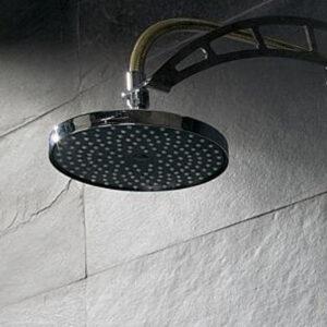 ducha revestida en piedra negra