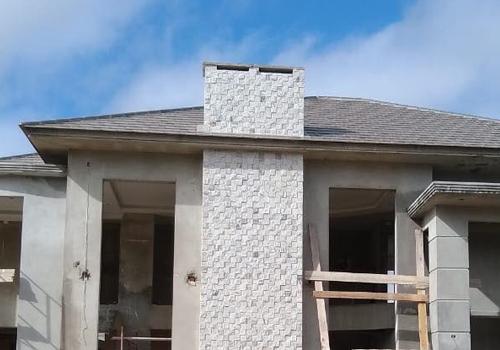 revestimiento exterior con piedra miracema gneis en mosaicos