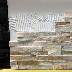 iniciando el muro con fachaletas de piedra