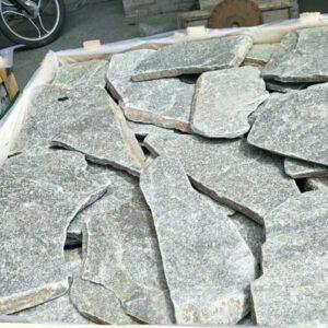 pallet crates con piedra laja cuarzo verde
