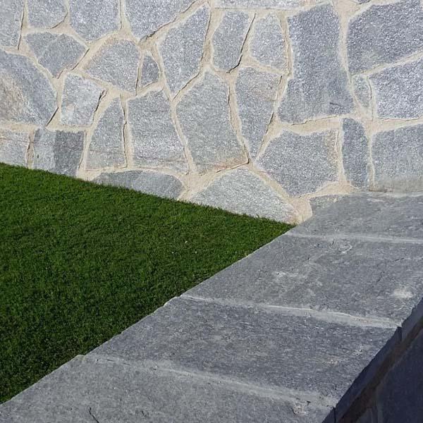 muro de jardin revestido y enchapada con piedra laja